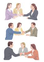 外国人スタッフと握手をするビジネスマン 10688000045| 写真素材・ストックフォト・画像・イラスト素材|アマナイメージズ