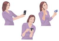 スマートフォンで写真を撮る、メールを送る、カードで買い物をする女性 10688000050| 写真素材・ストックフォト・画像・イラスト素材|アマナイメージズ