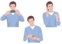 スマートフォンで写真を撮る、メールを送る、カードで買い物をする男性 10688000051| 写真素材・ストックフォト・画像・イラスト素材|アマナイメージズ