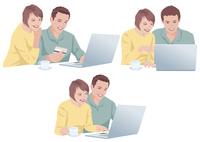 ネットで買い物をする夫婦 10688000054| 写真素材・ストックフォト・画像・イラスト素材|アマナイメージズ