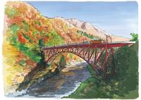 赤く染まる山間を走るトロッコ列車 10822000042| 写真素材・ストックフォト・画像・イラスト素材|アマナイメージズ