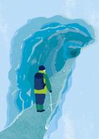 氷の洞窟と男性 10928000077| 写真素材・ストックフォト・画像・イラスト素材|アマナイメージズ