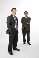 Business men standing and smiling at the camera 11010046424| 写真素材・ストックフォト・画像・イラスト素材|アマナイメージズ