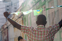 Students celebrating with Brazilian flags in the street, Rio de Janeiro, Brazil 11015249217| 写真素材・ストックフォト・画像・イラスト素材|アマナイメージズ