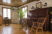 Rocking chairs and piano in the living room of house 11015259370| 写真素材・ストックフォト・画像・イラスト素材|アマナイメージズ