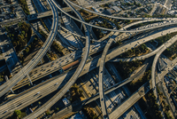 Aerial view of complex curved flyovers and highways, Los Angeles, California, USA 11015259623| 写真素材・ストックフォト・画像・イラスト素材|アマナイメージズ