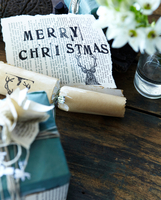 Close up of handmade christmas gift wrapping and christmas cracker 11015271170| 写真素材・ストックフォト・画像・イラスト素材|アマナイメージズ