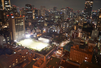 Cityscape view with skyscrapers and sports field at night, Tokyo, Japan 11015273224| 写真素材・ストックフォト・画像・イラスト素材|アマナイメージズ