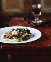Grilled aubergine and pine nut salad with glass of red wine 11015287552| 写真素材・ストックフォト・画像・イラスト素材|アマナイメージズ