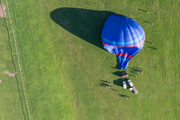 Aerial view hot air balloon on Pitchcroft Racecourse, Worcester, England, UK 11015295925| 写真素材・ストックフォト・画像・イラスト素材|アマナイメージズ