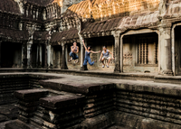 Friends jumping in mid air, Angkor Wat temple, Siem Reap, Cambodia 11015308397| 写真素材・ストックフォト・画像・イラスト素材|アマナイメージズ