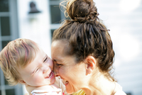 Mid adult woman face to face toddler daughter on porch 11015317123| 写真素材・ストックフォト・画像・イラスト素材|アマナイメージズ