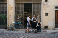 Three female jewellers taking a coffee and cigarette break outside jewellery workshop doorway 11015330163| 写真素材・ストックフォト・画像・イラスト素材|アマナイメージズ