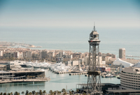 Elevated view of coastal harbour and superyachts, Barcelona, Spain 11015330545| 写真素材・ストックフォト・画像・イラスト素材|アマナイメージズ
