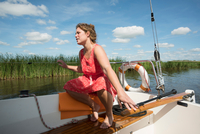 Woman on boat in the Frisian lake district in vintage dress, Sneek, Friesland, Netherlands 11015332106| 写真素材・ストックフォト・画像・イラスト素材|アマナイメージズ