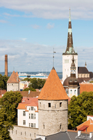 Elevated rooftop cityscape with Viru Gate and bell towers, Tallinn, Estonia 11015334910| 写真素材・ストックフォト・画像・イラスト素材|アマナイメージズ