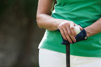 Cropped view of woman wearing golf glove holding golf ball and club 11015339805| 写真素材・ストックフォト・画像・イラスト素材|アマナイメージズ