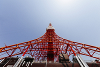 Low angle view of Tokyo Tower against clear sky 11016028795| 写真素材・ストックフォト・画像・イラスト素材|アマナイメージズ