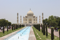 View of Taj Mahal against clear sky on sunny day, Agra, India 11016038951| 写真素材・ストックフォト・画像・イラスト素材|アマナイメージズ