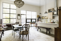 Windows, lighting and rug in dining room and kitchen area 11018051253| 写真素材・ストックフォト・画像・イラスト素材|アマナイメージズ