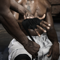 Trainer wrapping African boxer's hands 11018078841| 写真素材・ストックフォト・画像・イラスト素材|アマナイメージズ
