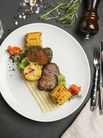 Grilled beef and corn on plate 11018099249| 写真素材・ストックフォト・画像・イラスト素材|アマナイメージズ