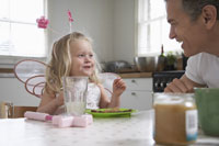 Daughter and Father Eating Breakfast 11030014819| 写真素材・ストックフォト・画像・イラスト素材|アマナイメージズ