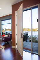 Open Front Door of Modern Style Home with River View, Portland, Oregon, USA 11030038768| 写真素材・ストックフォト・画像・イラスト素材|アマナイメージズ