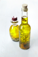 Still life of bottles of olive oil with herbs, Germany 11030039234| 写真素材・ストックフォト・画像・イラスト素材|アマナイメージズ
