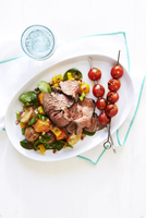 Grilled steak and cherry tomato skewers with potato salad on white plate, studio shot on white background 11030048495| 写真素材・ストックフォト・画像・イラスト素材|アマナイメージズ