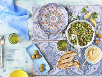 Overhead View of Middle Eastern Meal with Pita Bread, Tabouleh, Hummus and Olives 11030049241| 写真素材・ストックフォト・画像・イラスト素材|アマナイメージズ