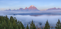Teton Range at Sunrise with Fog in Valley from Snake River Overlook, Grand Teton National Park, Teton Range, Wyoming, USA 11030049381| 写真素材・ストックフォト・画像・イラスト素材|アマナイメージズ