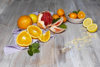 Variety of citrus fruit, whole and cut, including grapefruit, oranges and lemon with mint, studio shot 11030049535| 写真素材・ストックフォト・画像・イラスト素材|アマナイメージズ