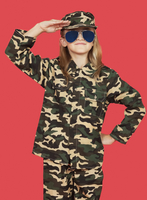 Portrait of young girl in military uniform saluting against  11044024400| 写真素材・ストックフォト・画像・イラスト素材|アマナイメージズ
