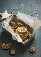 Biscotti with cranberry, apricot, almond and pistachios 11047057303| 写真素材・ストックフォト・画像・イラスト素材|アマナイメージズ