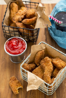 Gluten-free chicken nuggets, ketchup and cola 11047057571| 写真素材・ストックフォト・画像・イラスト素材|アマナイメージズ