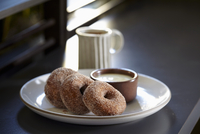 Buckwheat doughnuts with creme anglaise and coffee 11047057600| 写真素材・ストックフォト・画像・イラスト素材|アマナイメージズ