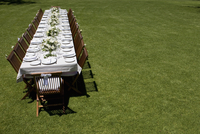 A table set for a wedding outdoors 11080020363| 写真素材・ストックフォト・画像・イラスト素材|アマナイメージズ