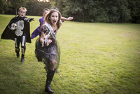 Children chase a girl dressed as a zombie prom queen for Halloween Night. 11082000499| 写真素材・ストックフォト・画像・イラスト素材|アマナイメージズ