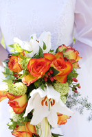 Bridal bouquet with roses and lilies 11084000374| 写真素材・ストックフォト・画像・イラスト素材|アマナイメージズ