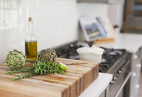 Artichokes, rosemary, olive oil and lime on cutting board 11086013157| 写真素材・ストックフォト・画像・イラスト素材|アマナイメージズ