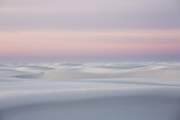 Sunset over tranquil white sand dune, White Sands, New Mexico, United States 11086025654| 写真素材・ストックフォト・画像・イラスト素材|アマナイメージズ