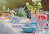 Strawberry water and desserts on garden party patio table 11086034279| 写真素材・ストックフォト・画像・イラスト素材|アマナイメージズ