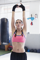 Young woman stretching with arms overhead in gym 11086036325| 写真素材・ストックフォト・画像・イラスト素材|アマナイメージズ