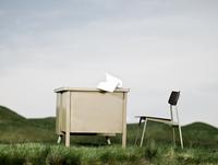 Desk and chair in a field 11087014829| 写真素材・ストックフォト・画像・イラスト素材|アマナイメージズ