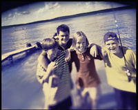 Four children, pre teenagers laughing on the lake shore. Summer vacation. 11093004579| 写真素材・ストックフォト・画像・イラスト素材|アマナイメージズ