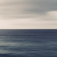 Turquoise ocean, ripples on the surface and overcast sky. 11093009378| 写真素材・ストックフォト・画像・イラスト素材|アマナイメージズ