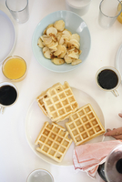 High angle view of a breakfast table, waffles, fried potatoes, coffee and juice. 11093011823| 写真素材・ストックフォト・画像・イラスト素材|アマナイメージズ