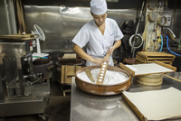 A small artisan producer of wagashi. A man mixing a large bowl of ingredients and pressing the mixed dough into moulds in a comm 11093012337| 写真素材・ストックフォト・画像・イラスト素材|アマナイメージズ