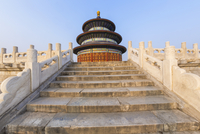 Low angle view of staircase leading to the Temple of Heaven, Hall of prayer for the Harvest, Beijing, China. 11093022805| 写真素材・ストックフォト・画像・イラスト素材|アマナイメージズ